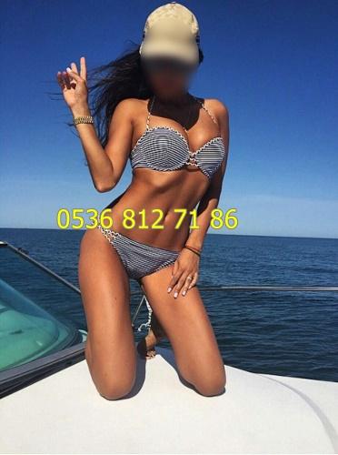 alimli-ve-seksi-buse-4157961 (7)