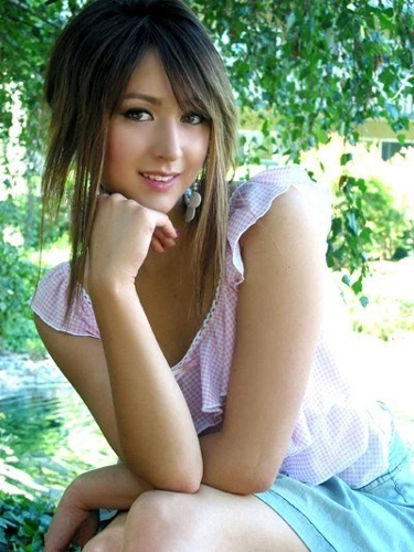 alimli-guzeller-aleyna-ve-yagmur-4266381 (4)